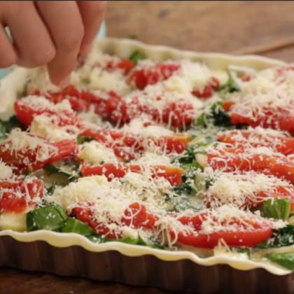 Tarta cremosa de espinacas y tomates perita