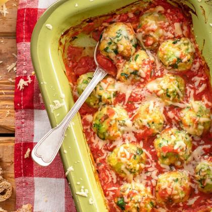 Malfatti gratinados con salsa rosa de tomates cubeteados