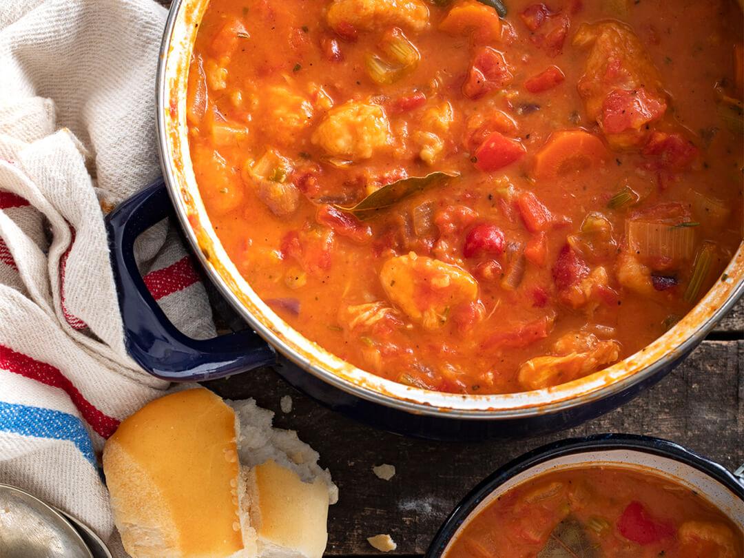 Guiso de pollo con tomates cubeteados