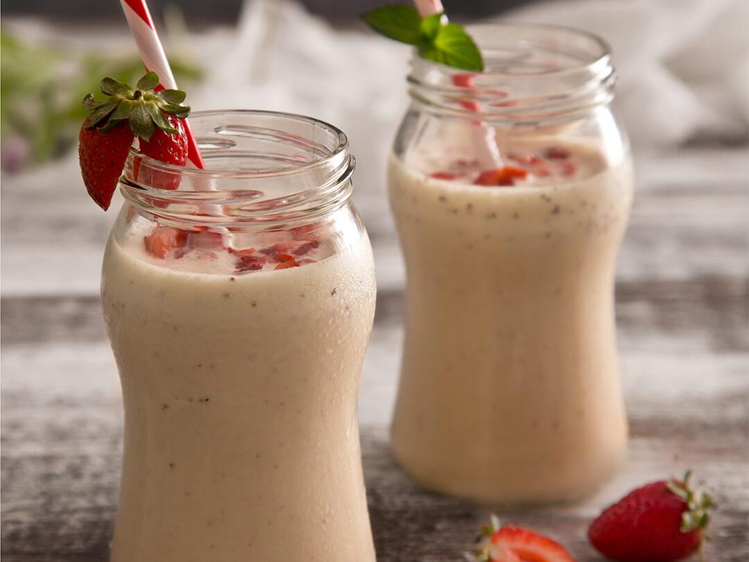 Smoothie refrescante de frutilla a base de helado y mermelada