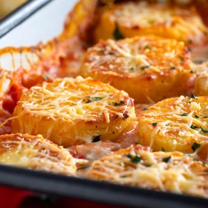 Ñoquis de sémola gratinados con salsa rosa