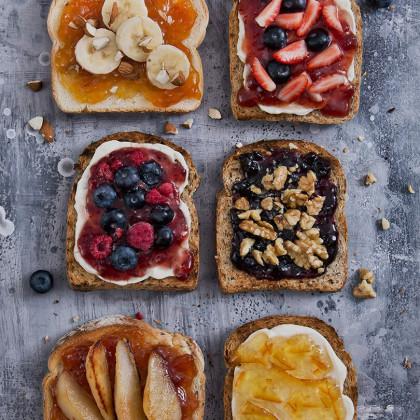 Tostadas frutales reversionadas con mermelada