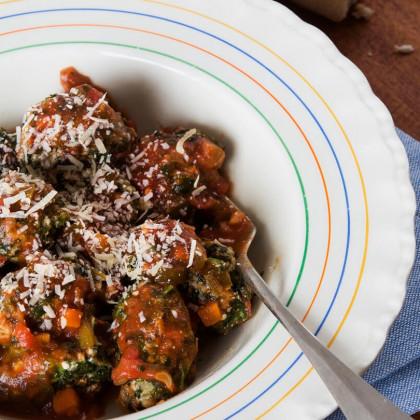 Malfatti con salteado de tomates